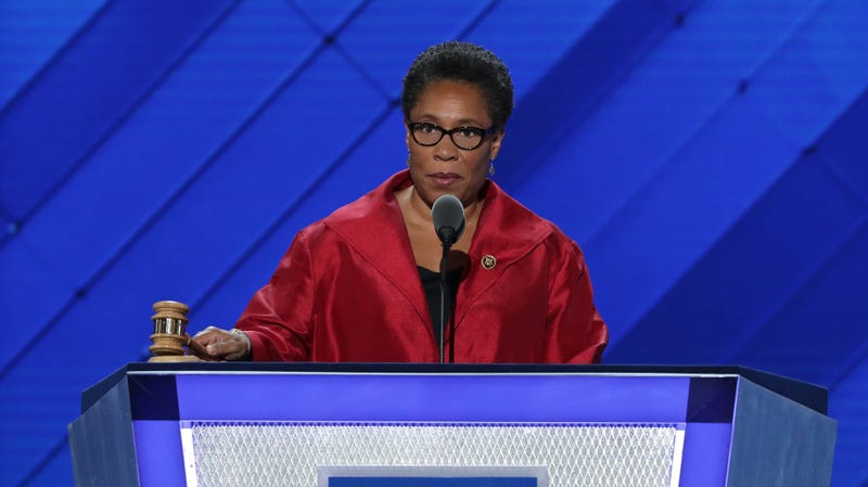 Illustration for article titled Rep. Marcia Fudge Calls Out Nancy Pelosi: There Is an 'Undertone of Racism...in Our Caucus'