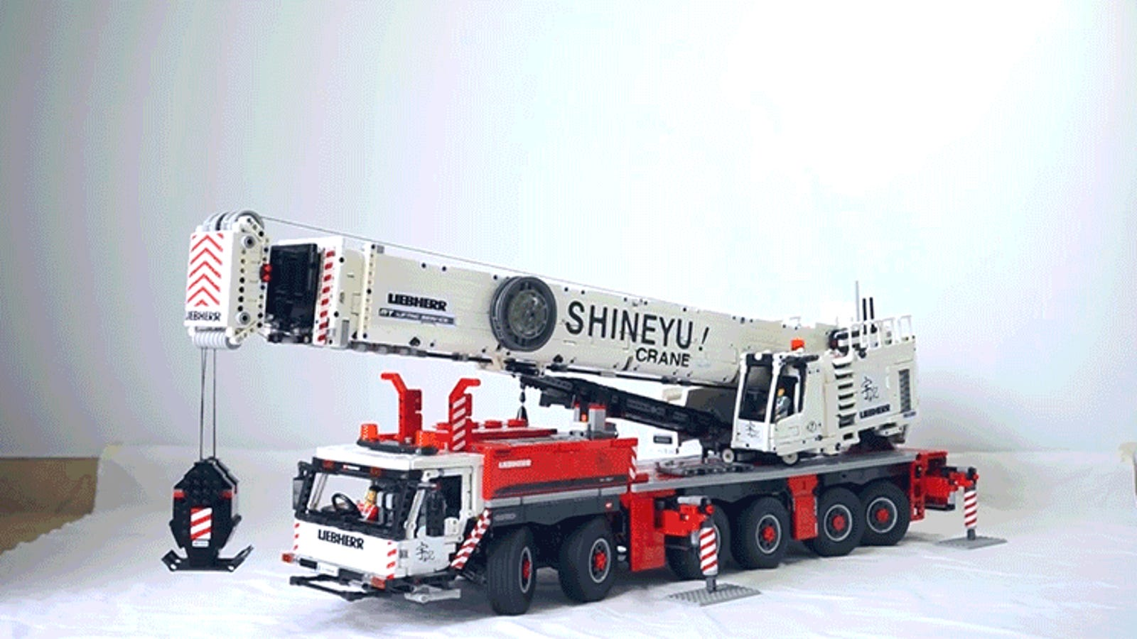 Fully-Functional Mobile Crane Shames Everything You've Ever Built From Lego