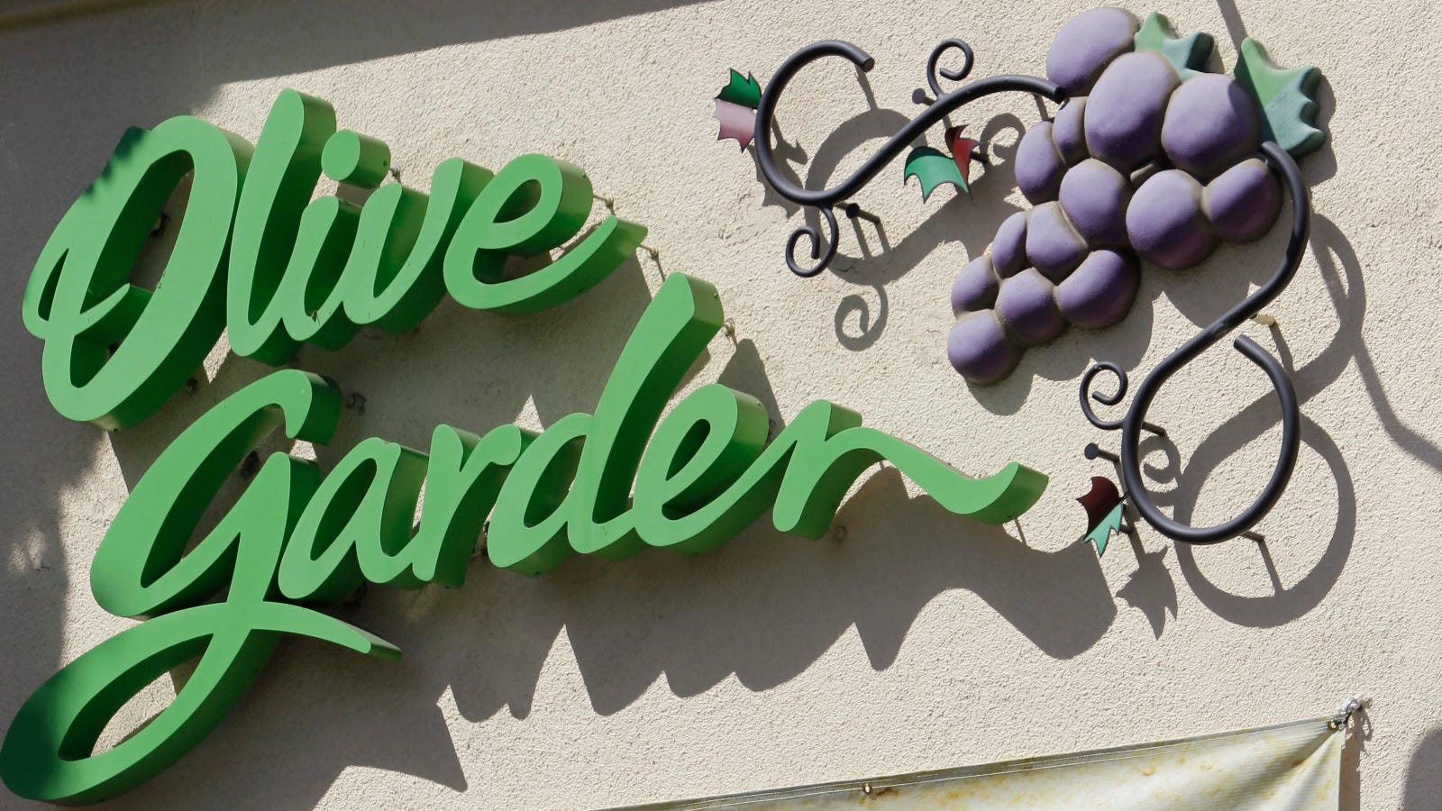 That Olive Garden Commercial Written By A Bot Is Likely Fake