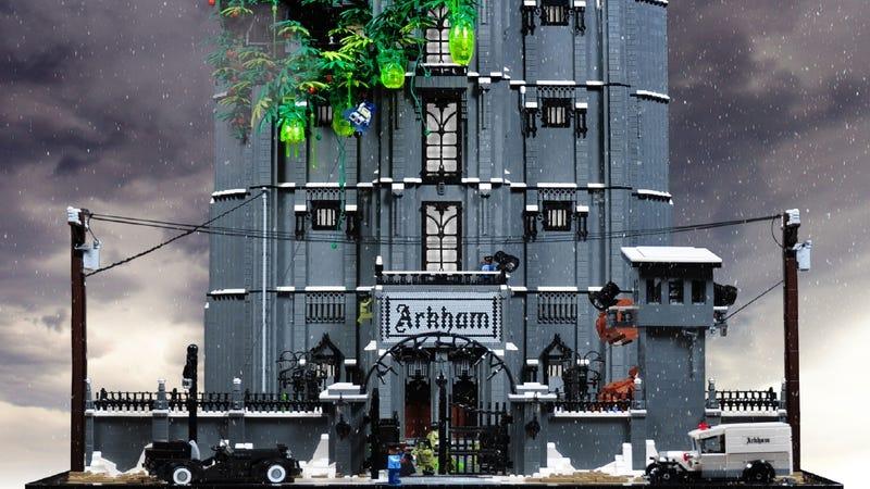 Illustration for article titled It Took One Year to Make This Criminally Insane LEGO Arkham Asylum