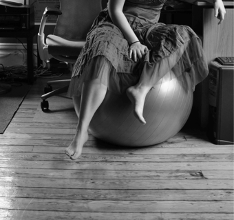 Illustration for article titled Exercise Balls Might Not Be the Best Posture Fixers
