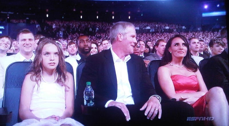 Illustration for article titled Brett Favre's Daughter Is Not Amused By The ESPYs