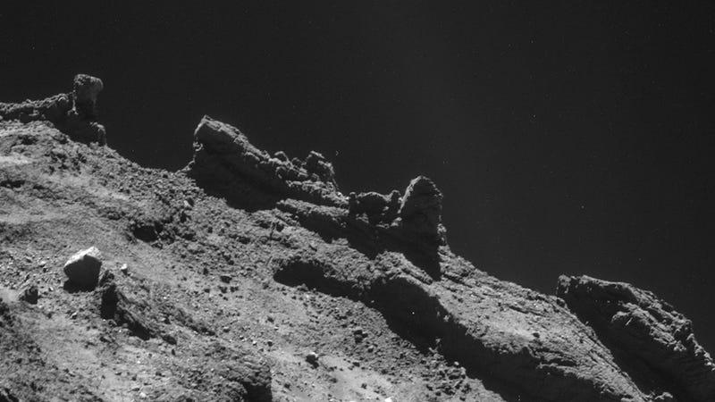 Illustration for article titled Stunning Images Of A Comet's Alien Landscape