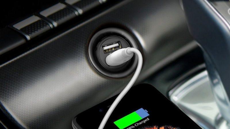 Cargador de coche RAVPower 24W USB, $7 con código TUCSEODN