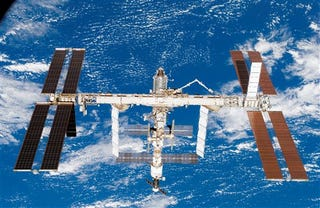 Illustration for article titled Behold the Tragic Beauty of the International Space Station