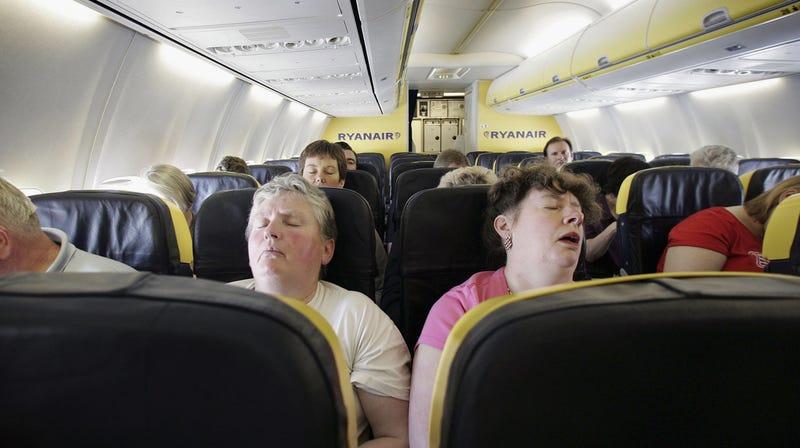 Estar en un viaje largo sin poder reclinar tu asiento no es divertido.