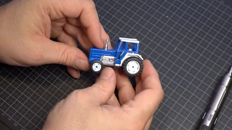 Restoring a Die-Cast Tractor Toy With 3D-Printed Parts Looks Like a Great Way to Zone Out