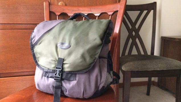 """7075a5d84c770 How to Pack Your Whole Vacation Into a """"Personal Item"""" Sized Bag ..."""