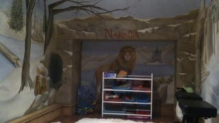 Illustration for article titled Secret door inside this wardrobe leads to a Narnia-themed playroom