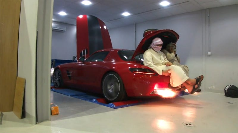 Illustration for article titled Sitting In The Trunk Of A Mercedes SLS AMG During A Dyno Run Is A Bad Idea