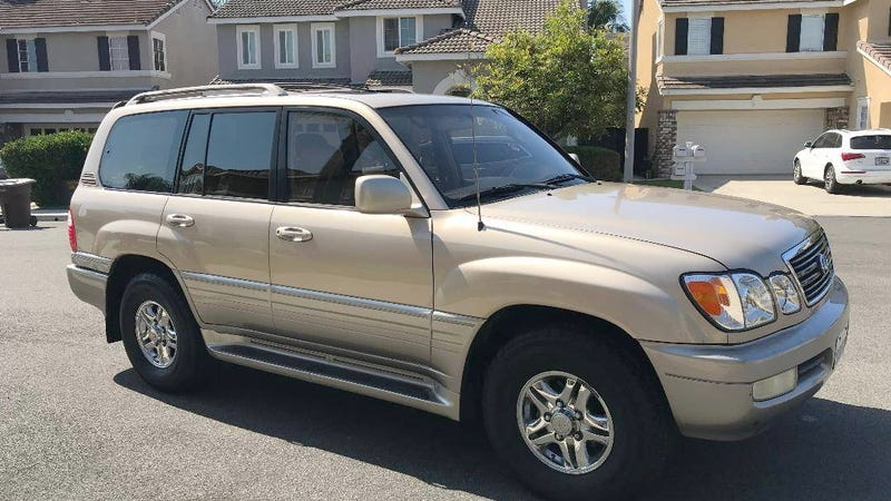 Illustration for article titled At $8,000, Could This 2001 Lexus LX470 Be Your Gold Standard?