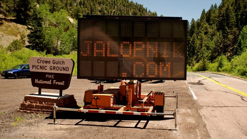 Illustration for article titled Pikes Peak electronic road sign hacked by Jalopnik fans