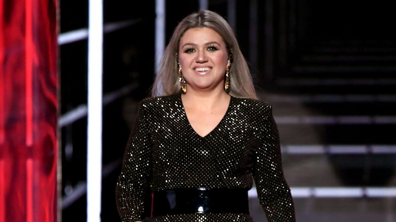 Illustration for article titled Kelly Clarkson Will Reportedly BREAKAWAY Into Daytime Talk Show Hosting