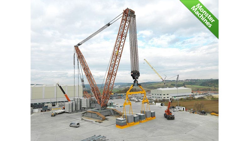 Illustration for article titled World's Strongest Crawler Crane Can Raise the Roof—off a Stadium