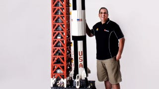 Illustration for article titled Man builds 19-foot-tall model of Apollo 11 out of 120,000 LEGO bricks