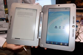 Illustration for article titled Hands-On With The enTourage eDGe Dualbook: If You Want A Tablet AND eReader, This Is For You