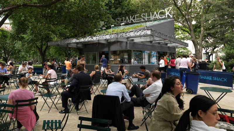 Illustration for article titled Shake Shack is testing a 4-day work week for employees