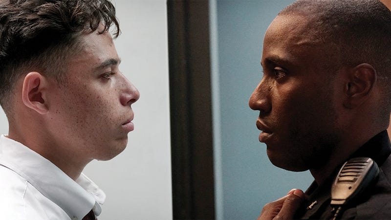 Anthony Ramos as Manny (L) and John David Washington as Officer Dennis Williams (R)
