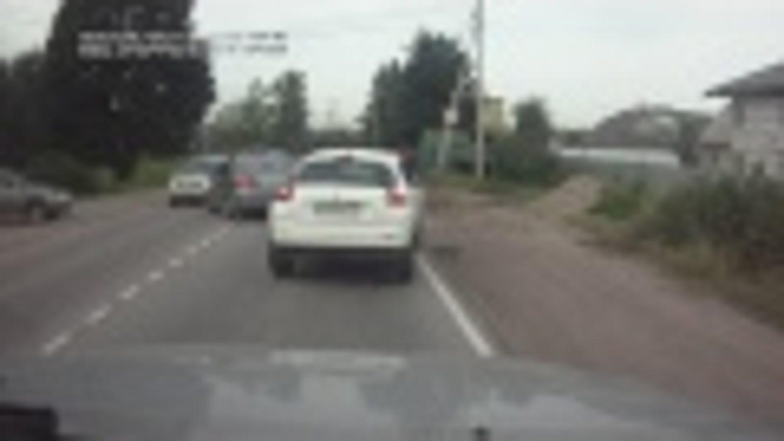 Utilizar el móvil mientras conduces puede acabar así de mal