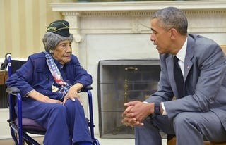 Illustration for article titled President Obama Meets With Oldest Living Woman Veteran