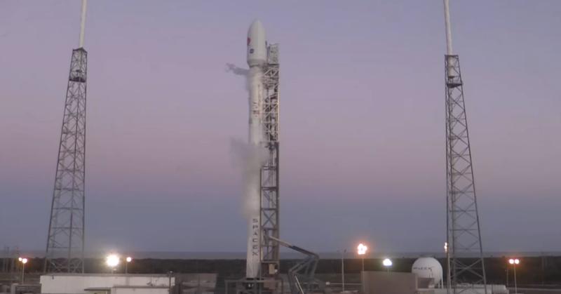 Illustration for article titled Aplazado el lanzamiento del cohete Falcon 9 por un problema técnico