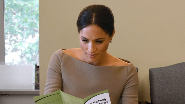 Meghan Markle Nervously Looking Over Clinic Pamphlets Weighing Her Options