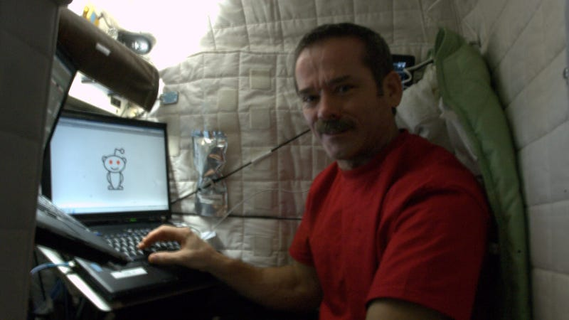 Astronaut Chris Hadfield is answering questions on reddit ...