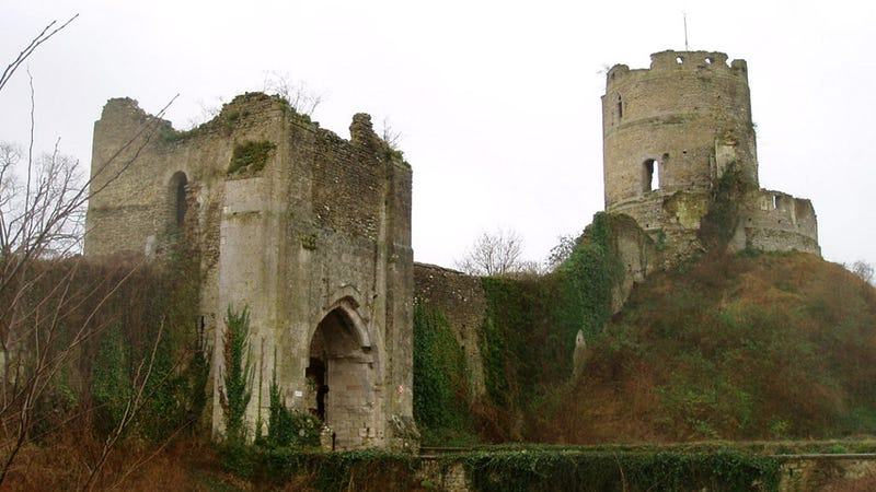 Illustration for article titled Wanna buy a medieval castle? Now's your chance.