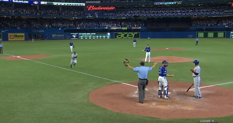 Illustration for article titled Bizarre Play Derails ALDS Game 5; Blue Jays Fans Throw Trash Onto Field