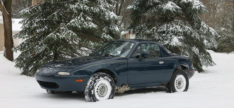 "Illustration for article titled Miata with 3"" lift can handle a foot of fresh snow."