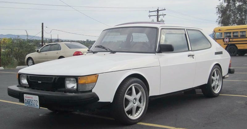 Illustration for article titled For $1,400, Could This 1982 Saab 900 Turbo Be Your White Knight?