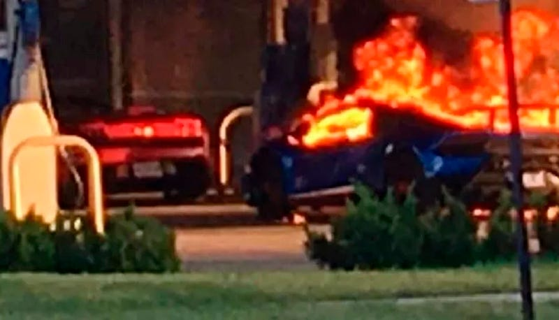 Illustration for article titled Lamborghini Huracan Performante Burns In Absurd St. Louis Gas Station Mishap