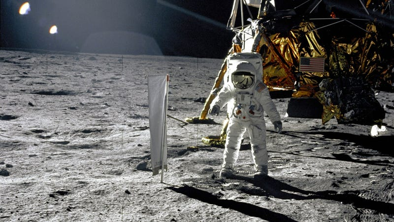 Illustration for article titled How much of the Moon's surface did the Apollo 11 astronauts actually explore?