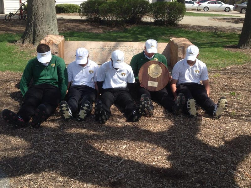 Illustration for article titled College Golf Team Qualifies For Nationals, Celebrates By Dufnering