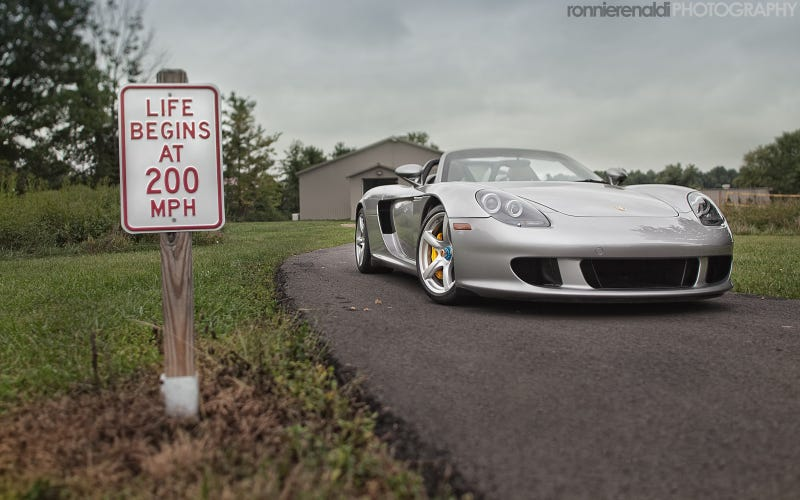 Illustration for article titled Your ridiculously cool Porsche Carrera GT wallpaper is here