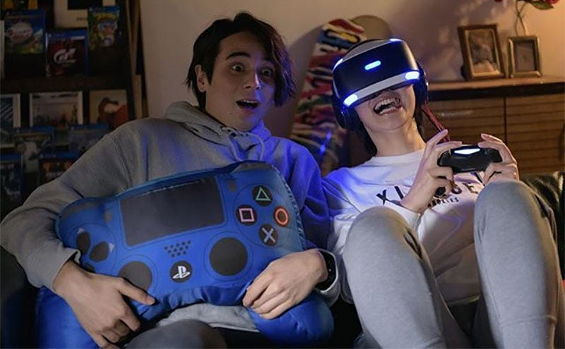 Terrace House's Perfect Couple Are Now In PS4 Ads