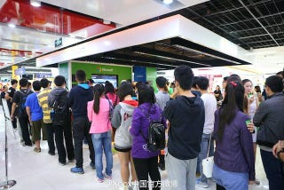 Illustration for article titled People in China Actually Lined Up for the Xbox One