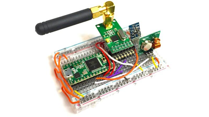 Illustration for article titled Este dispositivo ridículamente barato hackea cualquier puerta de garaje