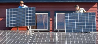 Illustration for article titled Rooftop Solar Panels Are Almost All Facing the Wrong Direction