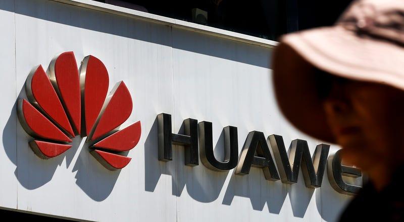 Illustration for article titled Facebook no permitirá que Huawei preinstale sus aplicaciones en los teléfonos