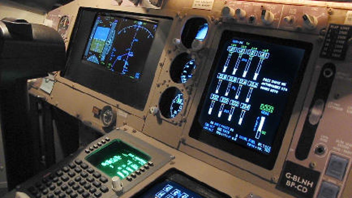 man builds 30 000 jumbo jet simulator in his bedroom