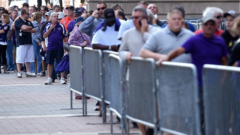 Illustration for article titled Fans Line Up By the Hundreds to Dump Jersey of 'Woman Beater' Ray Rice