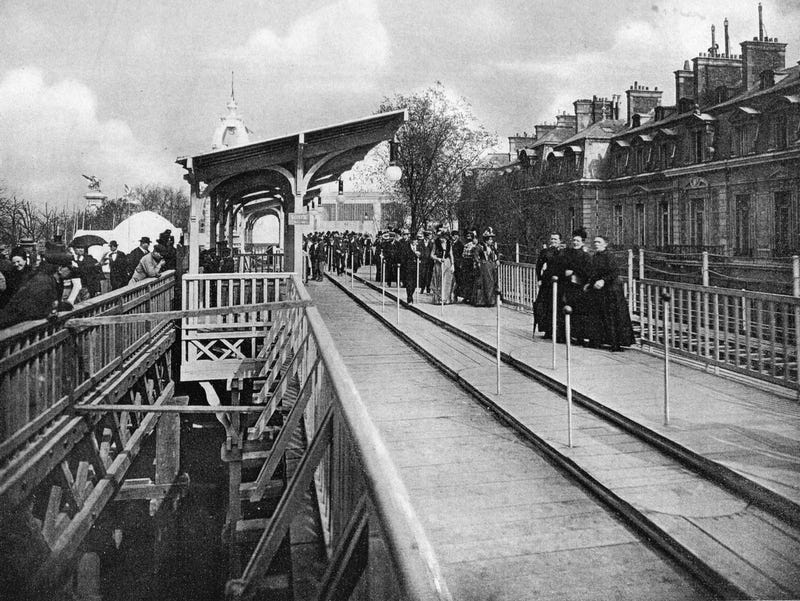 Illustration for article titled Rare Photos of Paris's Mechanical Moving Sidewalks from 1900