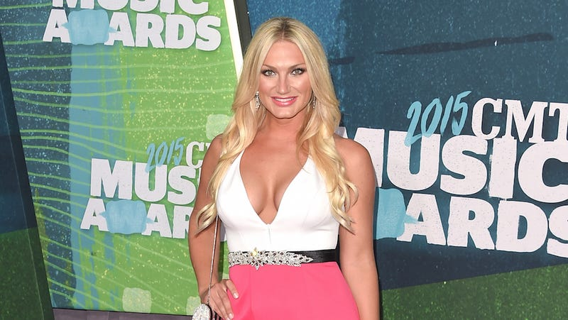 Illustration for article titled Brooke Hogan Has Written A Poem In Defense Of Her Father