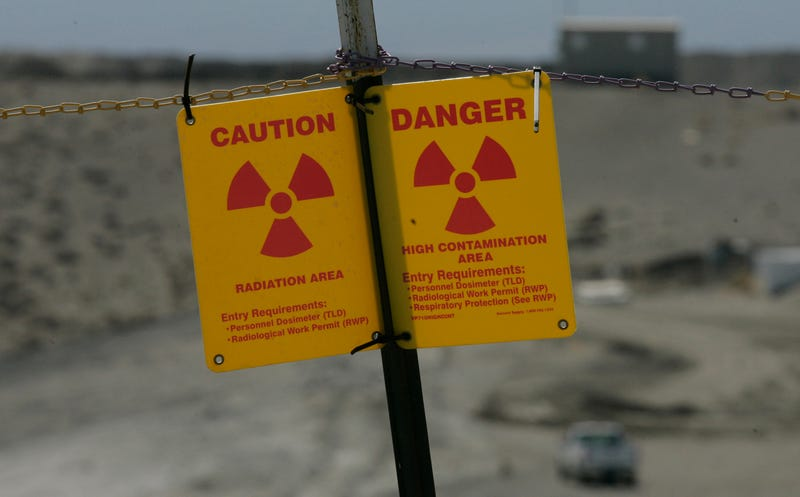 A sign outside of Hanford, the country's largest nuclear dumpsite. Image: Ted Warren/AP