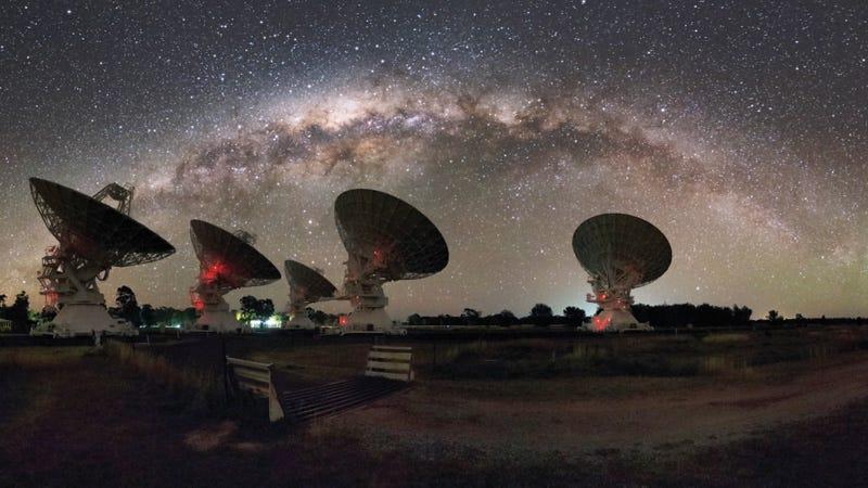 Illustration for article titled Astrónomos detectan una intensa señal de radio con una frecuencia misteriosamente baja