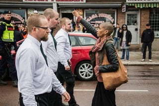Illustration for article titled Lone WOC defies neo-Nazi march in Sweden