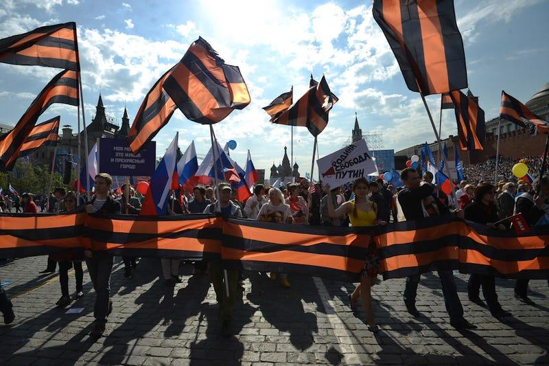 """Illustration for article titled """"A zászlóink majd nem vörös-feketék lesznek, hanem mondjuk fekete-narancsszínűek."""""""