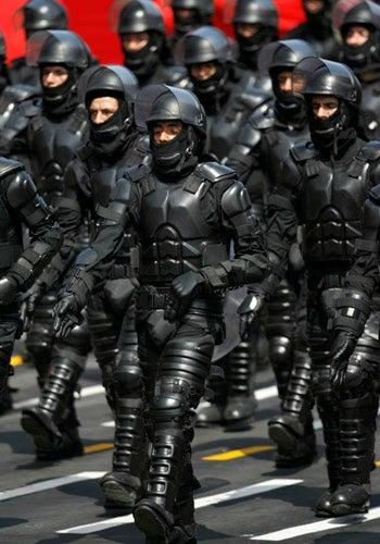 Illustration for article titled Peruvian Anti-Riot Police Uniforms Look Like Judge Dredd Meets Batman