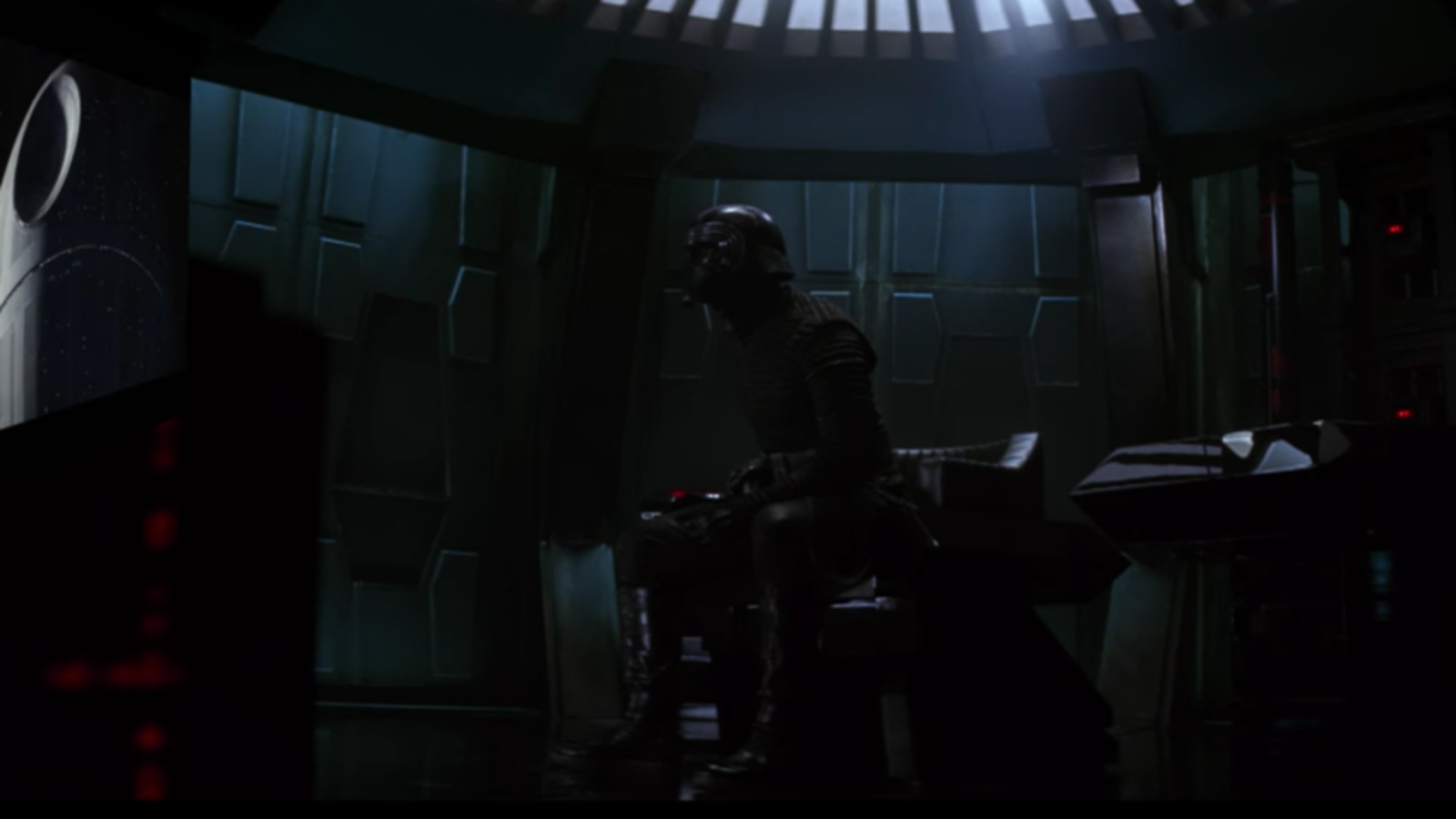 Kylo Ren Rips on Death Star in New Rogue One Trailer Reaction